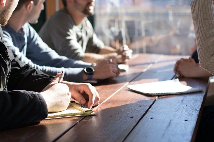Sedinta asociatilor unei firme